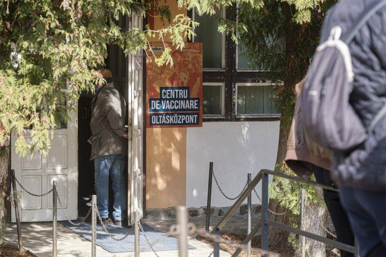 Az egészségügyi minisztérium az oltási központok személyzetének augusztusi bérére is kiutalta a pénzt