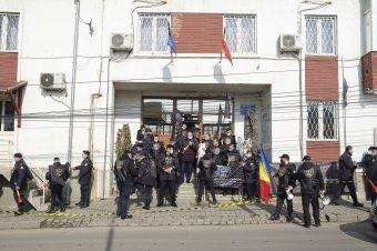 Csíkszeredában is hangot adtak elégedetlenségüknek a börtönőrök
