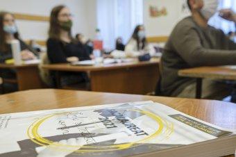 Az oktatási tárca azt szorgalmazza, hogy a 8. és a 12. osztályos diákok a vörös forgatókönyv esetében is járhassanak iskolába