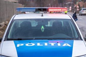 Életét vesztette az ittas autóvezető utasa, aki nem viselte a biztonsági övet és kizuhant a felborult autóból