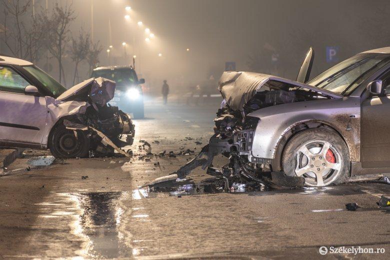 Három autó tört össze