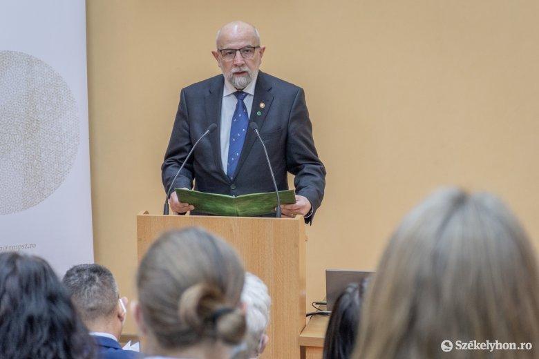 Iskolaigazgatókat, pedagógusokat, kiemelkedő diákokat díjaztak a magyar kultúra napja alkalmából