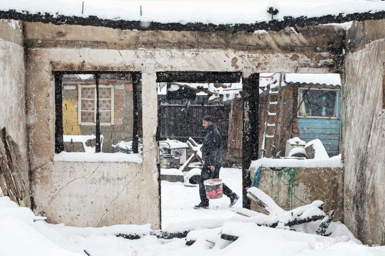 Egyesek mennének, mások maradnának a lángok által felemésztett csíksomlyói romatelepen