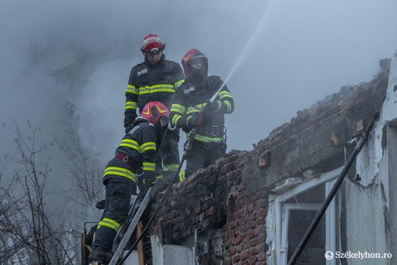 Kétszer is riasztották a Maros megyei tűzoltókat vasárnap