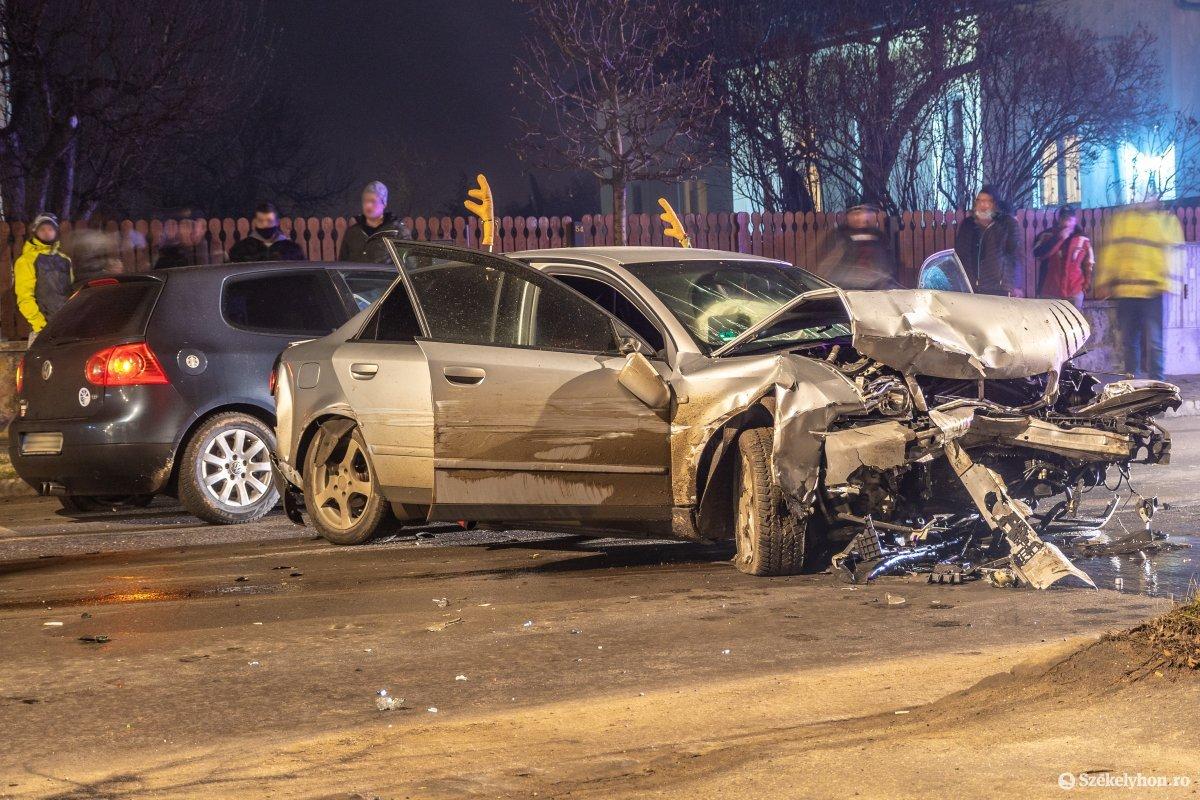 https://media.szekelyhon.ro/pictures/csik/aktualis/2021/12_januar/o_nagybaleset-taplocan-pnt-5.jpg