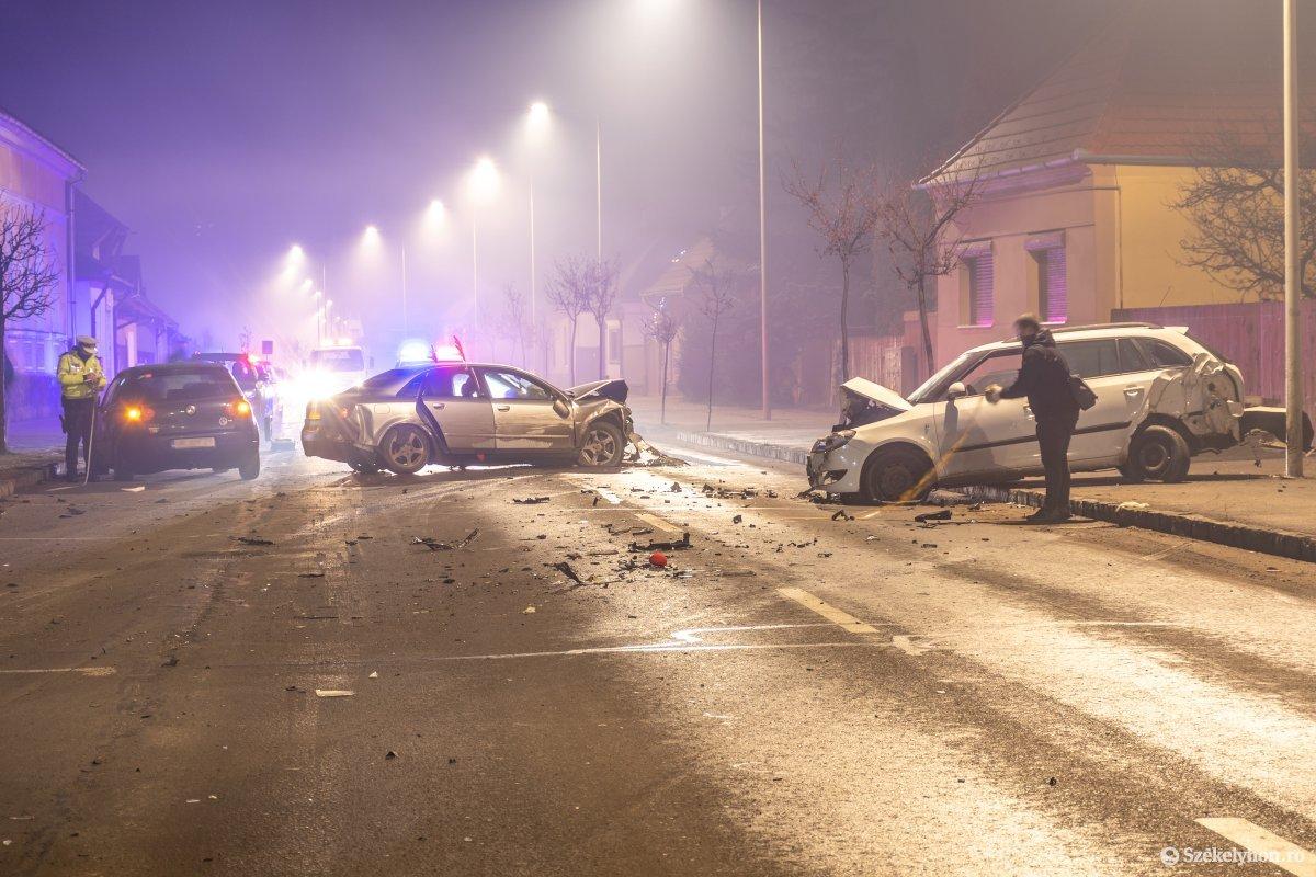 https://media.szekelyhon.ro/pictures/csik/aktualis/2021/12_januar/o_nagybaleset-taplocan-pnt.jpg