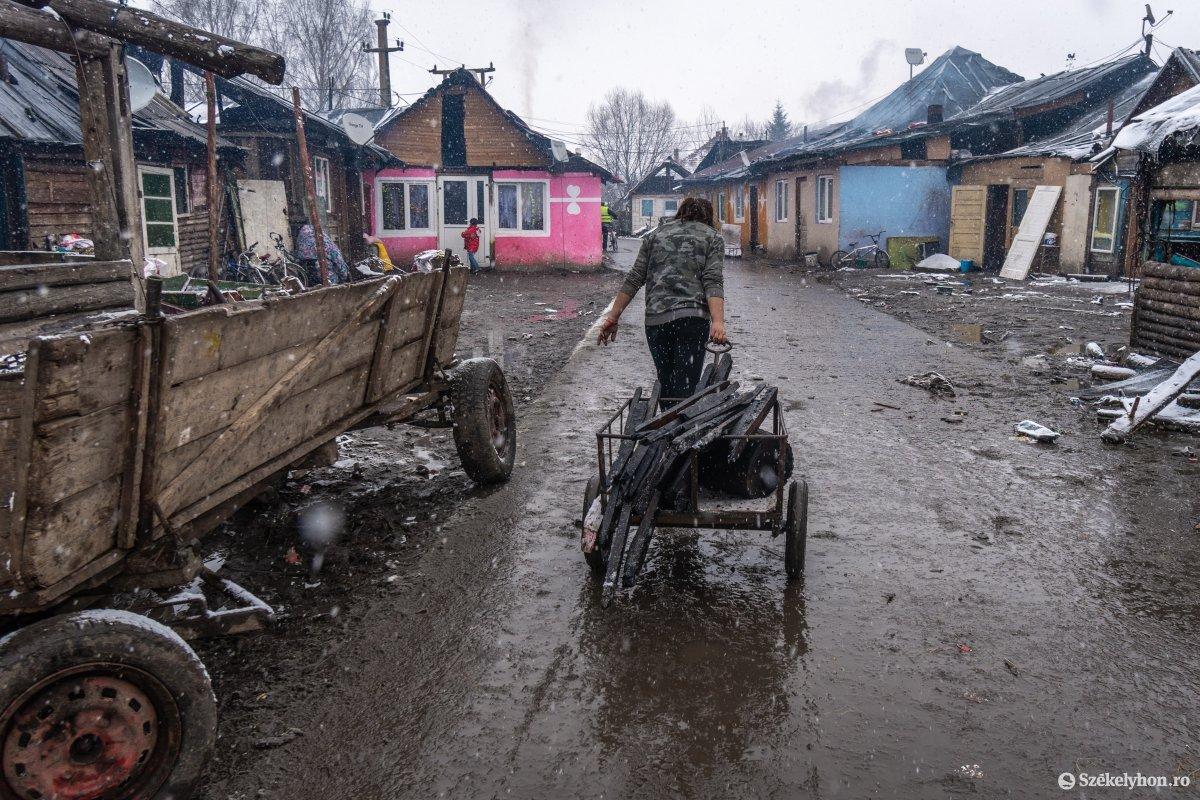 https://media.szekelyhon.ro/pictures/csik/aktualis/2021/12_januar/o_somlyoi-tuzvesz-utan-pnt-22.jpg