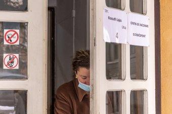 Akadozik a rendszer, megtorpanhat az oltási kedv: sok oltóközpont nem üzemel, nincs elég vakcina