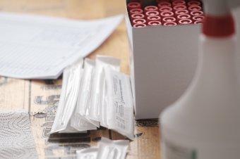 Europol: hamisított negatív koronavírusteszteket árusítanak Európa-szerte