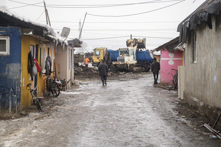 A Cekendre viszik a somlyói romatelepről a törmeléket