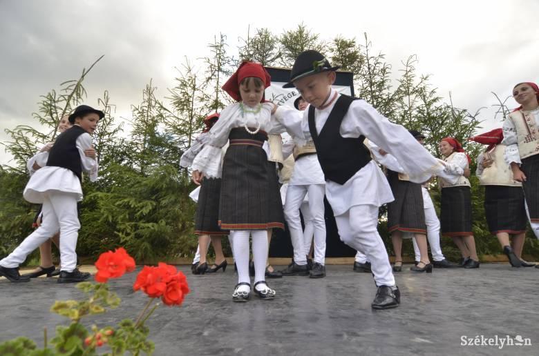 Csángó fesztivál Gyimesközéplokon