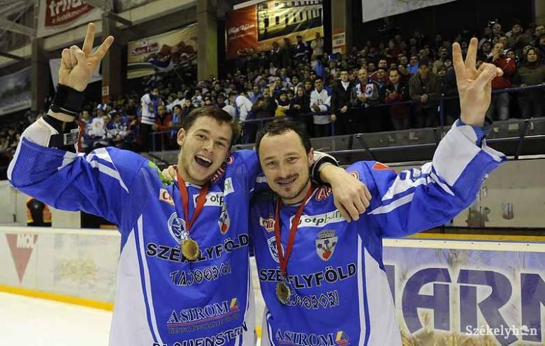Kék-fehér álomszezon: tíz éve nyerte meg a HSC Csíkszereda hokicsapata a MOL Ligát