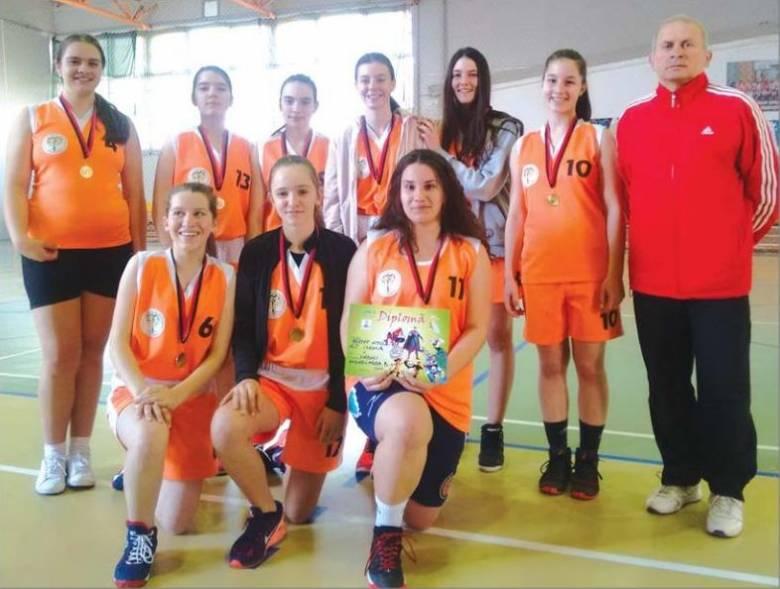 Csíkszeredai iskola tanulói nyerték a megyei kosárbajnokságot