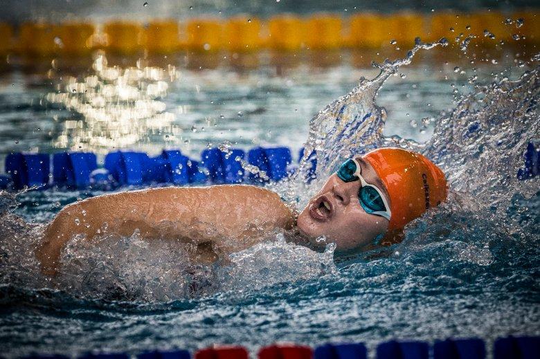 Román himnusszal kezdődött a csíki úszóbajnokság