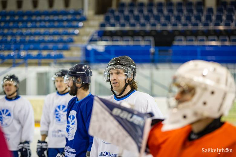Fotó: a sztár és a legenda – Ovecskinnel volt jégen Szcsasztlivij