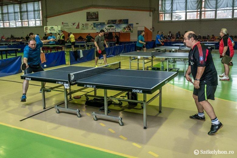 Száznál is többen a csíki AmaTur pingpongversenyen