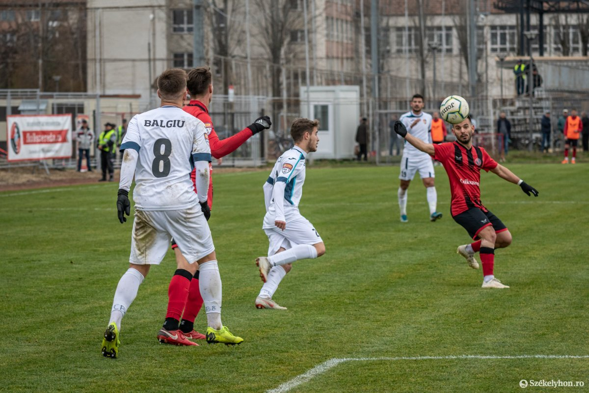 https://media.szekelyhon.ro/pictures/csik/sport/2019/02_november/o_fkcsikszereda-gloriabuzau-2liga-pnt-11.jpg