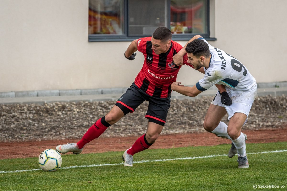 https://media.szekelyhon.ro/pictures/csik/sport/2019/02_november/o_fkcsikszereda-gloriabuzau-2liga-pnt-12.jpg