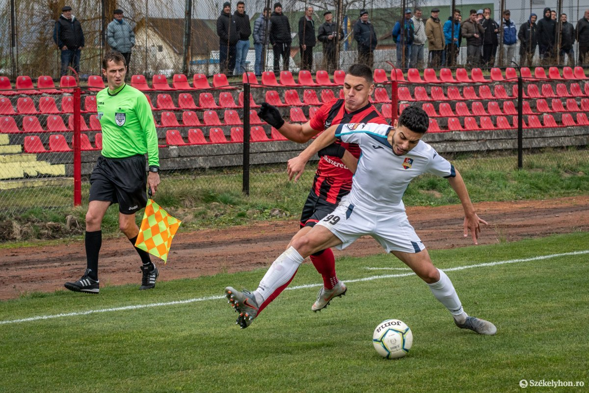 https://media.szekelyhon.ro/pictures/csik/sport/2019/02_november/o_fkcsikszereda-gloriabuzau-2liga-pnt-2.jpg