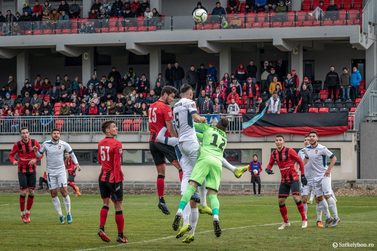 https://media.szekelyhon.ro/pictures/csik/sport/2019/02_november/o_fkcsikszereda-gloriabuzau-2liga-pnt-3.jpg