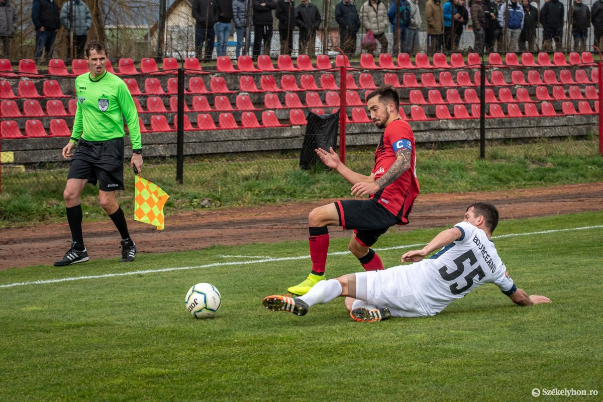 https://media.szekelyhon.ro/pictures/csik/sport/2019/02_november/o_fkcsikszereda-gloriabuzau-2liga-pnt-5.jpg