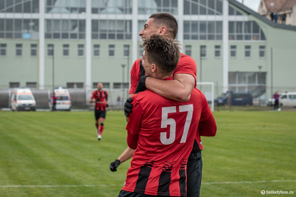 https://media.szekelyhon.ro/pictures/csik/sport/2019/02_november/o_fkcsikszereda-gloriabuzau-2liga-pnt-7.jpg
