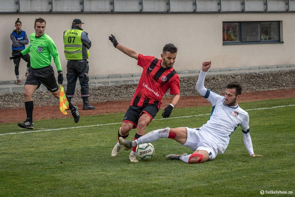 https://media.szekelyhon.ro/pictures/csik/sport/2019/02_november/o_fkcsikszereda-gloriabuzau-2liga-pnt-8.jpg