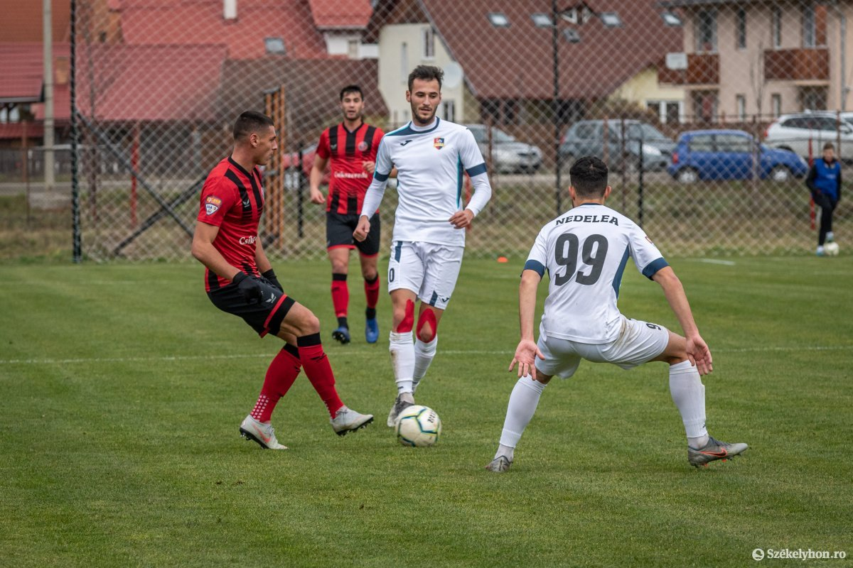 https://media.szekelyhon.ro/pictures/csik/sport/2019/02_november/o_fkcsikszereda-gloriabuzau-2liga-pnt.jpg