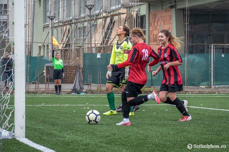 Tíz góllal nyert a csíki női futballcsapat
