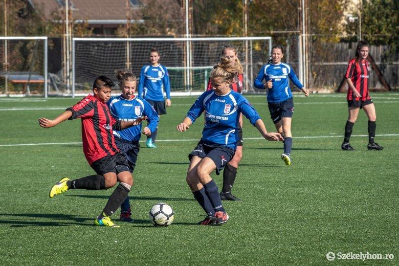 Magabiztos csíki kezdés női fociban