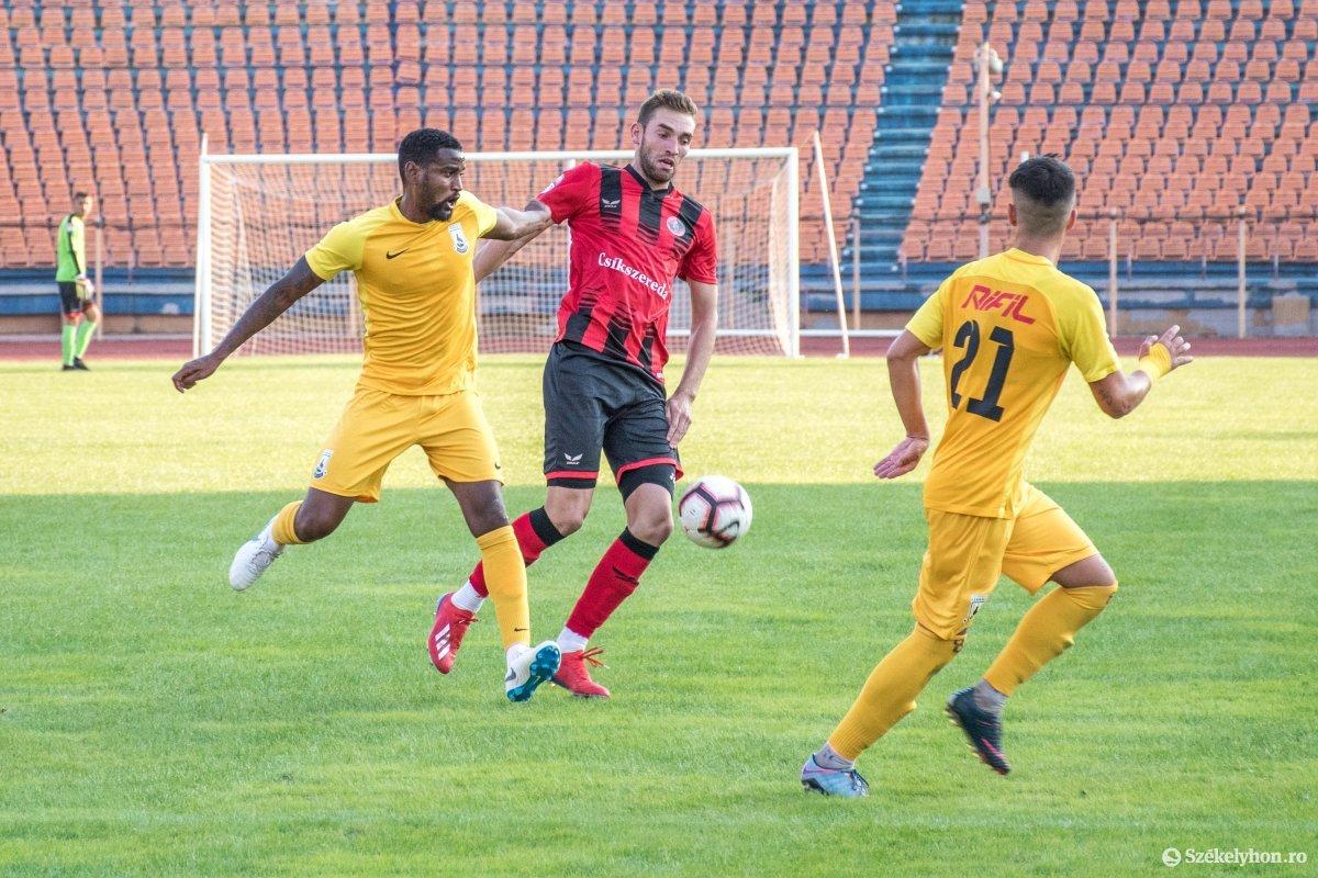 https://media.szekelyhon.ro/pictures/csik/sport/2019/05_augusztus/o_fkcsikszereda-ceahlaul-romankupa-pnt-016.jpg