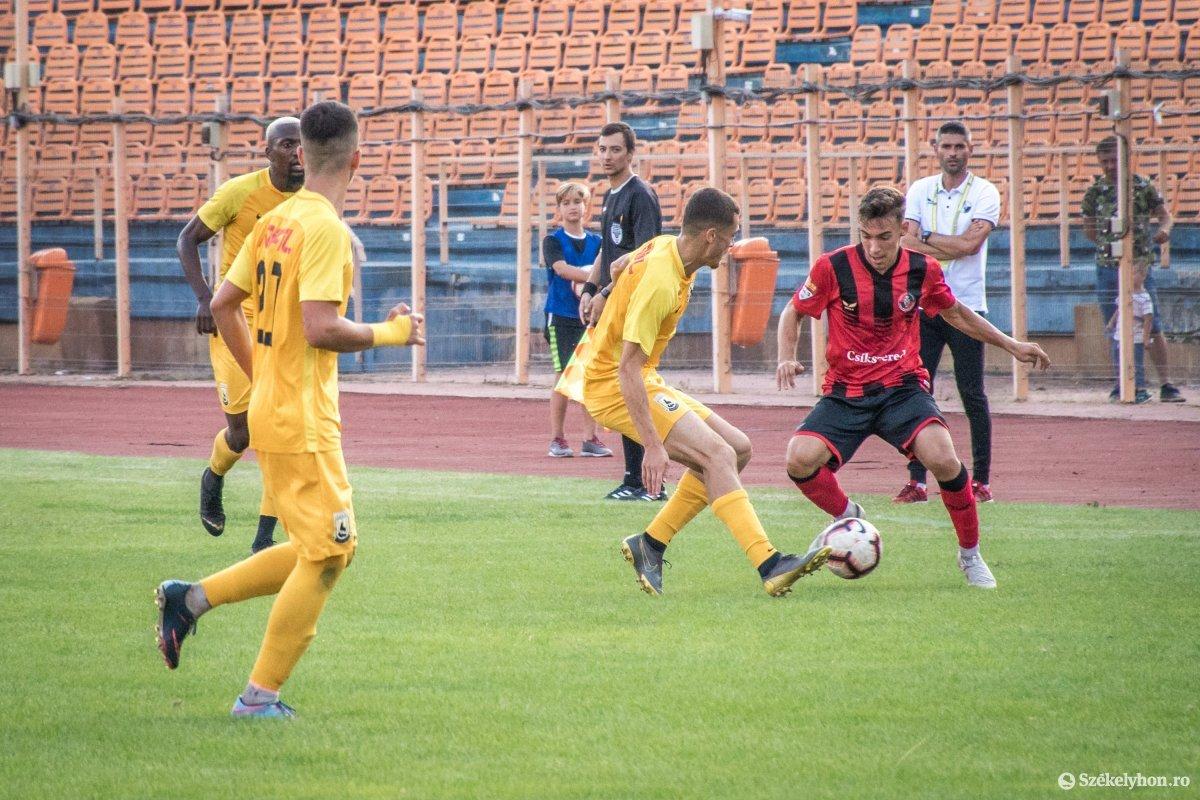 https://media.szekelyhon.ro/pictures/csik/sport/2019/05_augusztus/o_fkcsikszereda-ceahlaul-romankupa-pnt-018.jpg