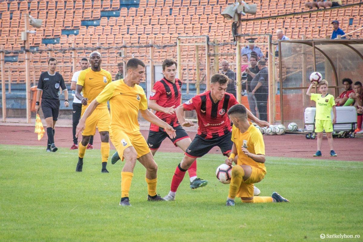 https://media.szekelyhon.ro/pictures/csik/sport/2019/05_augusztus/o_fkcsikszereda-ceahlaul-romankupa-pnt-019.jpg