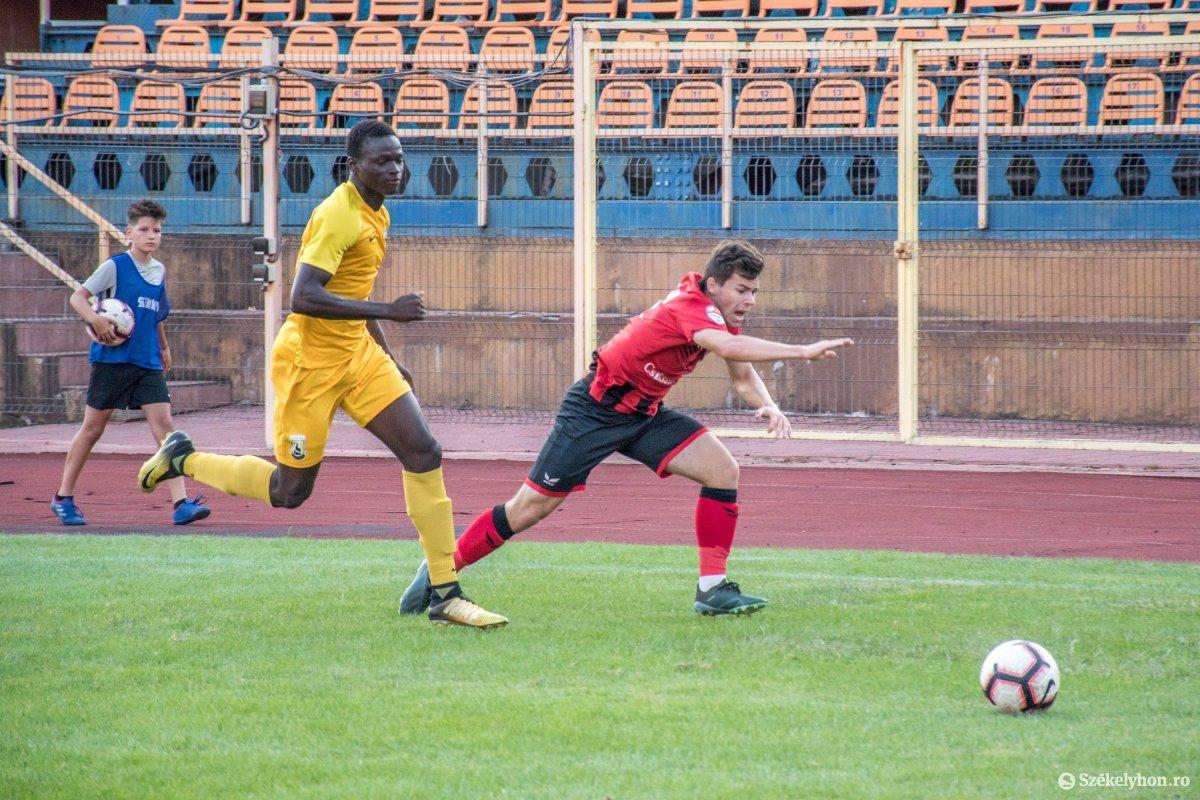 https://media.szekelyhon.ro/pictures/csik/sport/2019/05_augusztus/o_fkcsikszereda-ceahlaul-romankupa-pnt-020.jpg