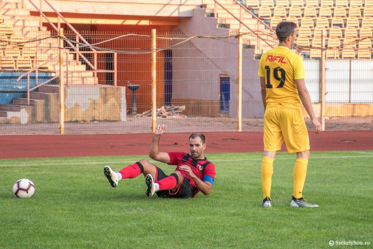 https://media.szekelyhon.ro/pictures/csik/sport/2019/05_augusztus/o_fkcsikszereda-ceahlaul-romankupa-pnt-024.jpg