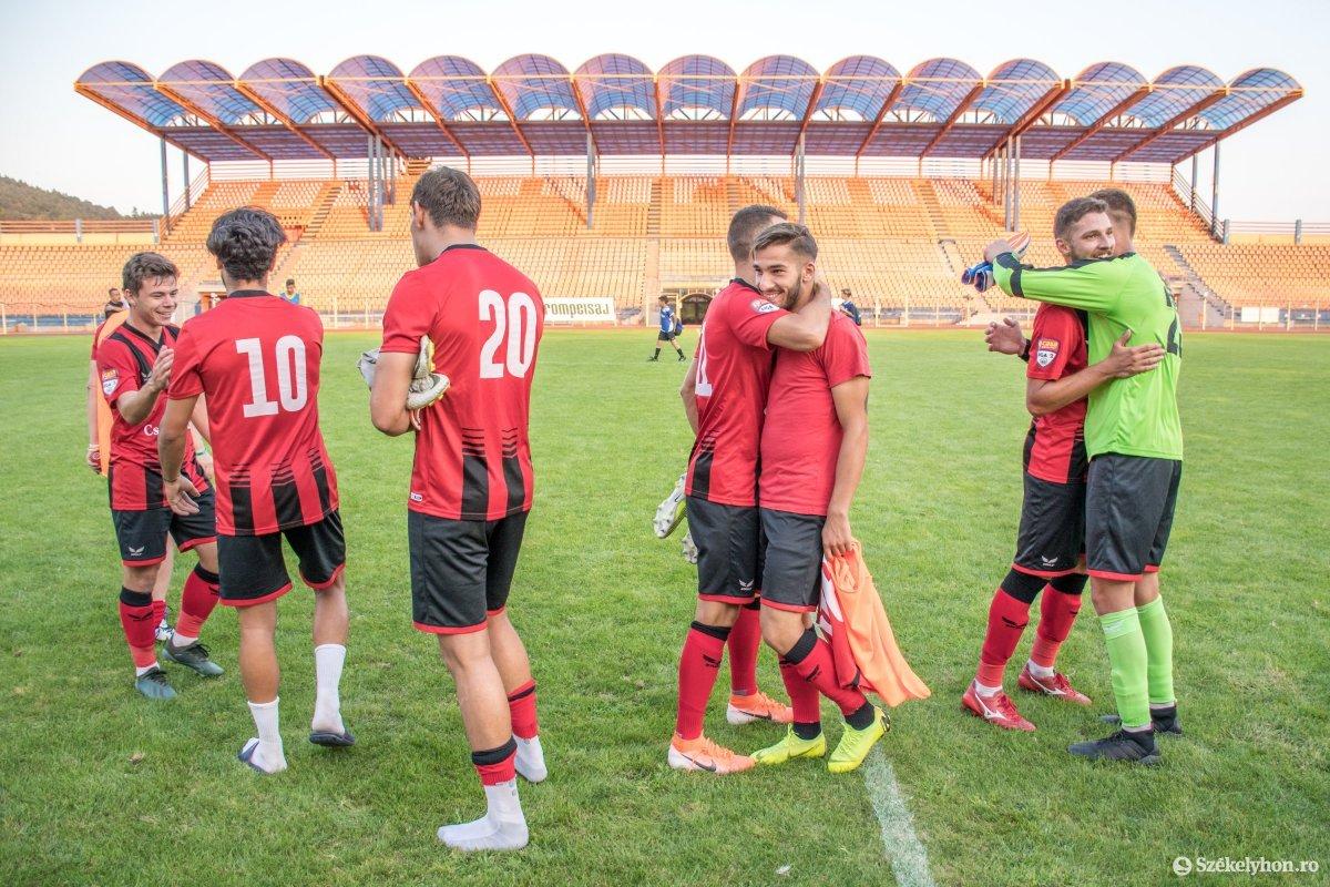 https://media.szekelyhon.ro/pictures/csik/sport/2019/05_augusztus/o_fkcsikszereda-ceahlaul-romankupa-pnt-032.jpg