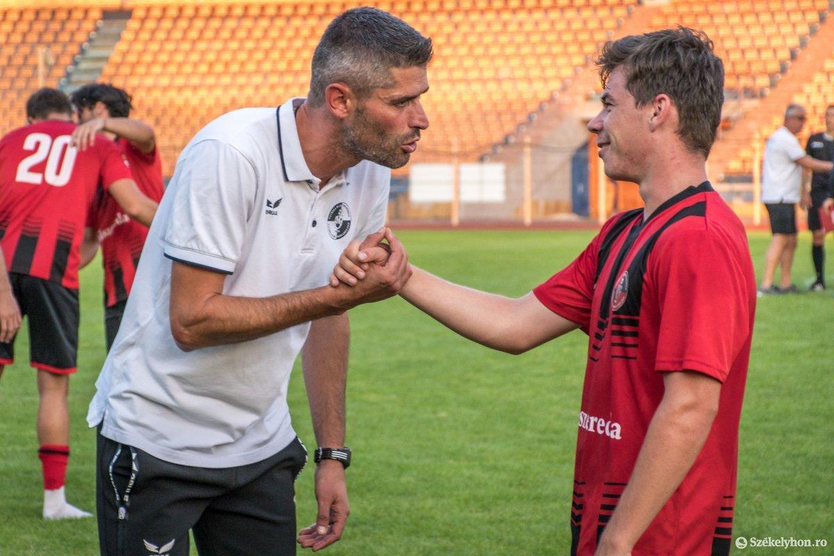 https://media.szekelyhon.ro/pictures/csik/sport/2019/05_augusztus/o_fkcsikszereda-ceahlaul-romankupa-pnt-035.jpg