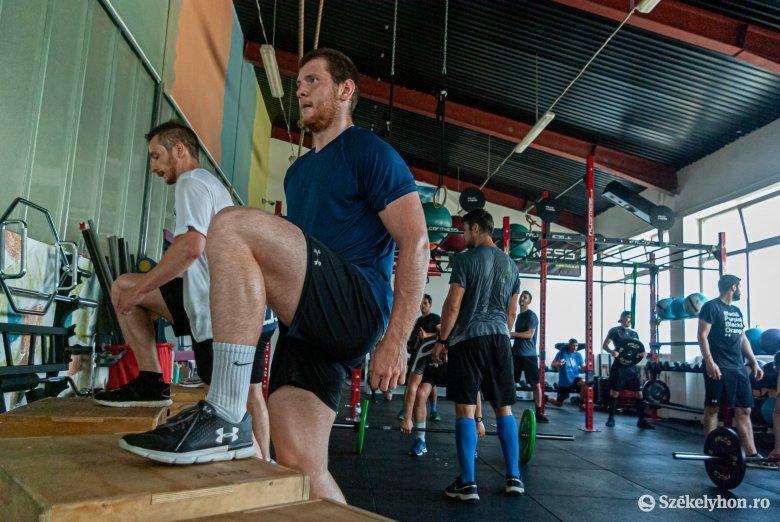 Fiatalítás, hét ifi jégkorongozó a csíki hokisok edzésén