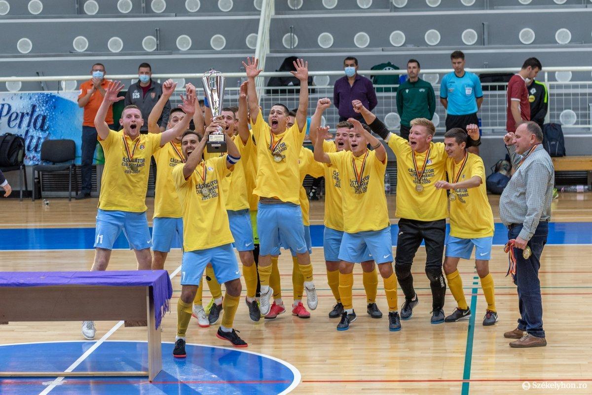 A kupagyőztes Futsal Klub Székelyudvarhely csapata •  Fotó: Pinti Attila