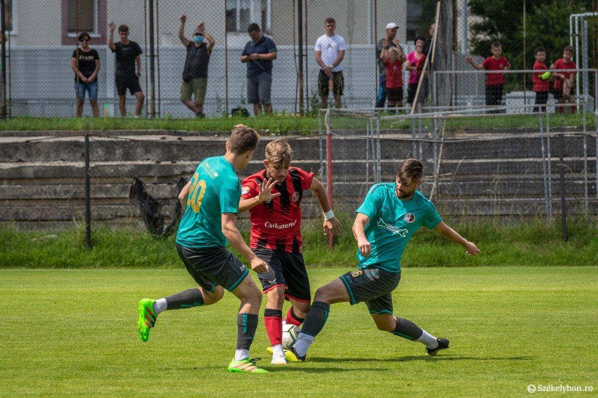 https://media.szekelyhon.ro/pictures/csik/sport/2020/05_augusztus/o_fkcsikszereda-szfc-felkeszulesimeccs-pnt-14.jpg