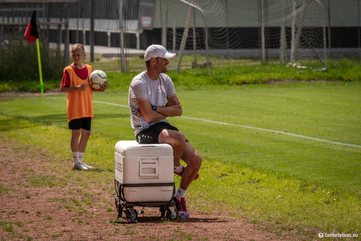 https://media.szekelyhon.ro/pictures/csik/sport/2020/05_augusztus/o_fkcsikszereda-szfc-felkeszulesimeccs-pnt-15.jpg
