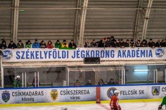 Nem maradnak le a magyarországi bajnokságról a hokiakadémia csapatai