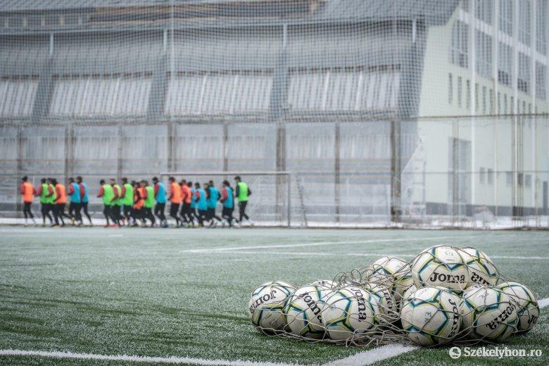 Elszigetelten, szigorú körülmények között készülhetnek a romániai futballcsapatok