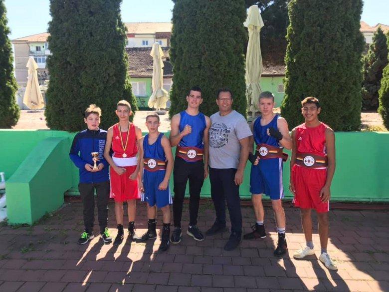 A hatból négy döntőt megnyertek a csíki bokszolók