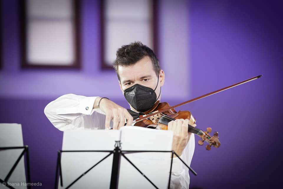 Kivételes zenei esemény a gyimesbükki templomban. Alexandru Tomescu világhírű hegedűművész előadása maradandó élmény volt •  Fotó: Alexandru Tomescu/Facebook