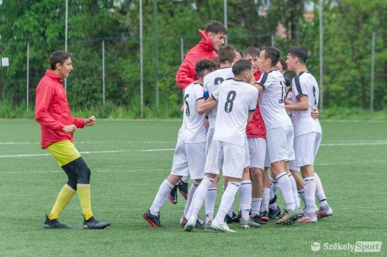 Újabb bravúr! Az FK Csíkszereda U16-os csapata is országos döntőt játszik