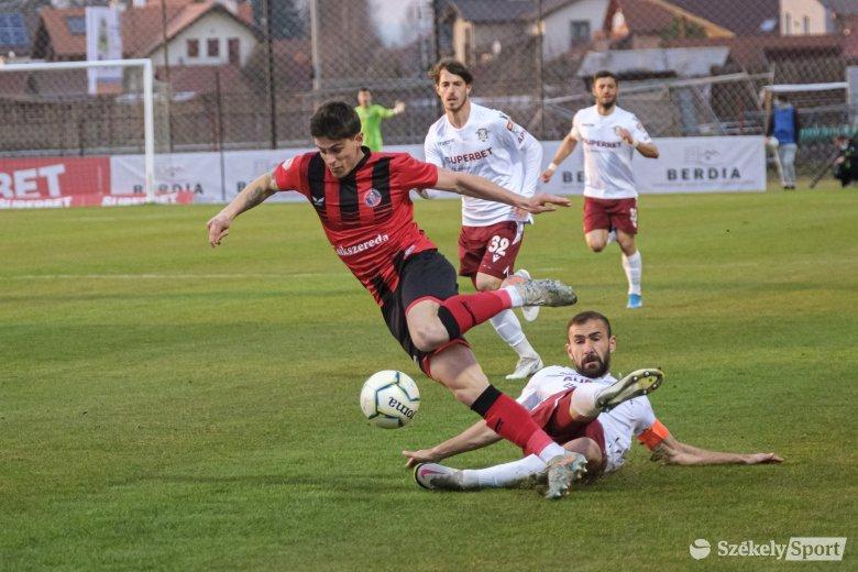 Az FK a helyzetekkel, a Rapid a gólokkal