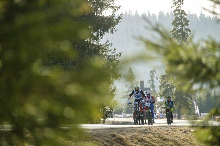 Szaladtak, bringáztak, sífutottak – képeken a hargitafürdői téli triatlon