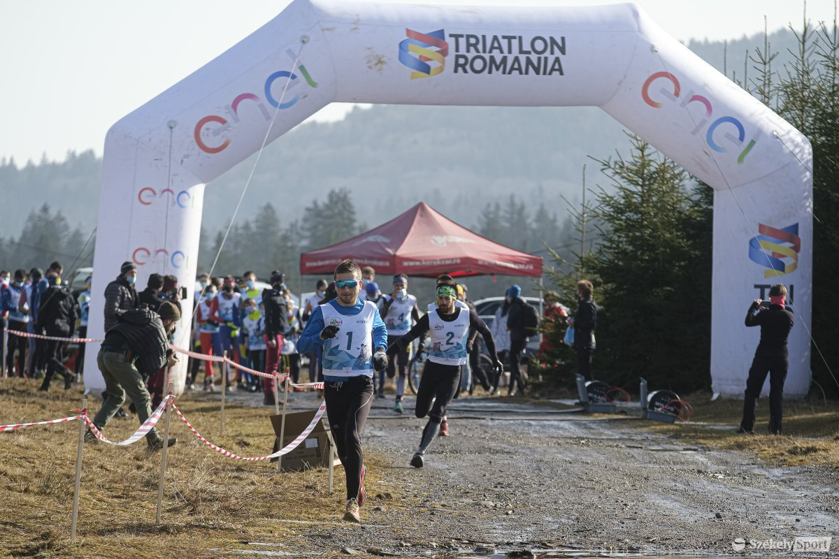 A triatlonosok terepfutással nyitották a versenyszámokat •  Fotó: Veres Nándor