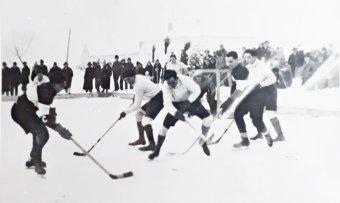 """""""Ilyent mi is tudunk csinálni!"""" – Kilencven éve játszották az első jégkorongmérkőzést Székelyföldön"""